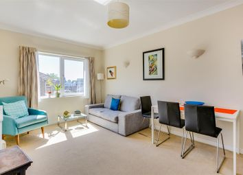 Homecross House, Fishers Lane, London W4. 1 bed flat
