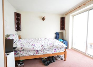 Thumbnail Room to rent in Chaffinch Close, Langley Green