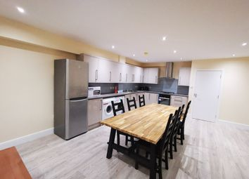 Thumbnail Room to rent in Spring Walk, London