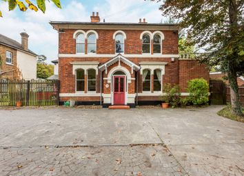 Thumbnail 5 bed detached house to rent in Bath Road, Taplow, Maidenhead