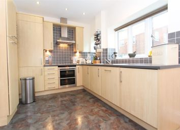 Thumbnail 1 bed flat to rent in Elizabeth Drive, Banstead