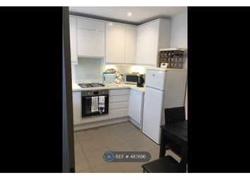Room to rent in Crewkerne Court, London SW11