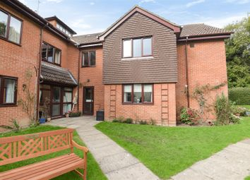 2 bed property for sale in Reading Road, Wokingham, Berkshire RG41