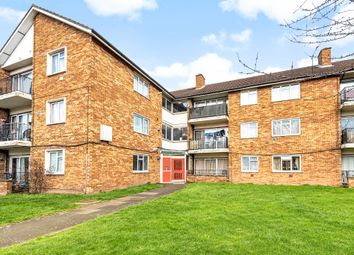 Elizabeth Fry House, Croyde Avenue, Hayes, Middlesex UB3. 2 bed flat for sale
