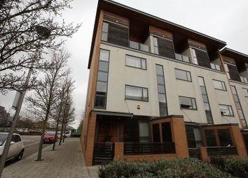 Thumbnail 2 bed flat to rent in Petersfield Green, Milton Keynes