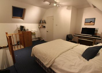 Thumbnail 6 bed shared accommodation to rent in Bywater Place, London
