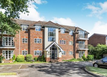 Thumbnail 2 bed flat to rent in Walton On Thames, Surrey