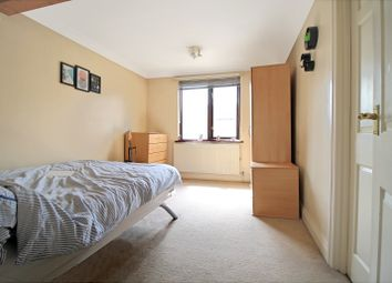 Thumbnail 4 bed flat to rent in Cooks Road, Kennington London