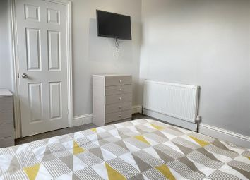 Thumbnail Shared accommodation to rent in Elm Terrace, Beverley Road, Hull