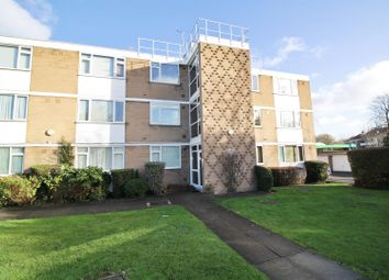 Boreham Holt, Elstree, Borehamwood WD6. 2 bed flat to rent