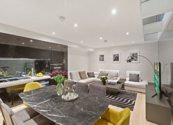 Thumbnail 3 bed town house for sale in Halliford Street, Islington
