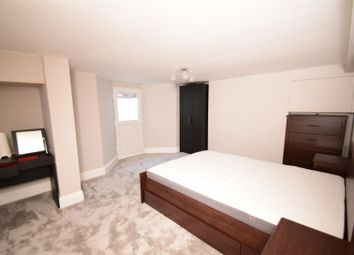Thumbnail 1 bed flat to rent in Prospect Street, Caversham, Reading