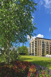 Thumbnail 2 bed flat for sale in Kew Bridge Road, Brentford, West London