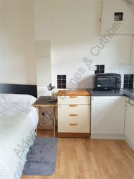 1 bed flat to rent in Southbourne Crescent, London NW4