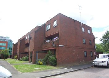 2 bed flat to rent in Blair Road, Slough SL1