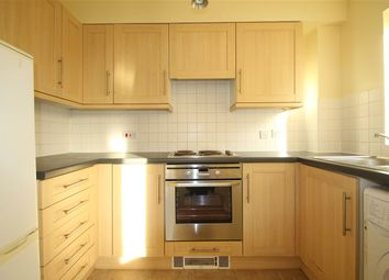 2 bed flat to rent in Yoxford Court, Chadwell Heath RM6