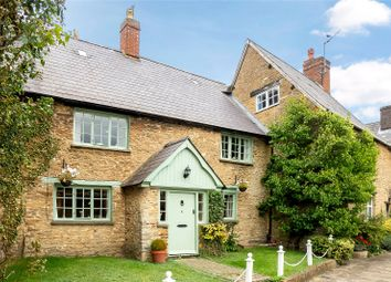 Roundtown, Aynho, Banbury, Oxfordshire OX17. 3 bed country house