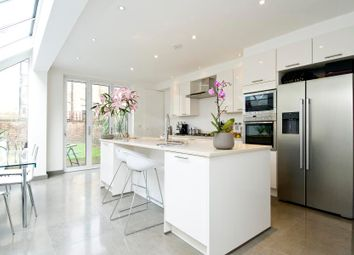 Thumbnail 4 bed property to rent in Oxford Gardens, London