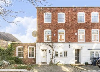 Thumbnail 4 bed property to rent in Regal Close, London