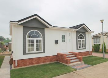 Thumbnail 2 bed mobile/park home for sale in The Circuit, Dodwell Park, Dodwell, Stratford-Upon-Avon