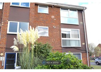 Thumbnail 2 bed flat to rent in Langley, Berkshire
