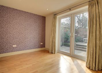 Thumbnail 3 bedroom flat to rent in Hornsey Road, London