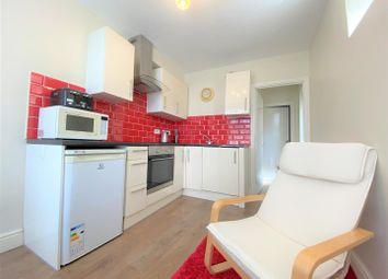 Thumbnail 1 bed flat to rent in Lansdowne Road, London