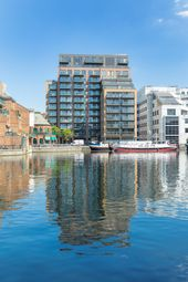 Thumbnail 2 bedroom flat for sale in Turnberry Quay, Canary Wharf, London