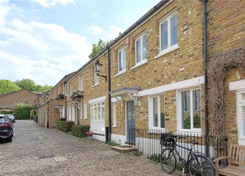 2 bed mews house to rent in Vineyard Mews, Preston Place, Richmond TW10