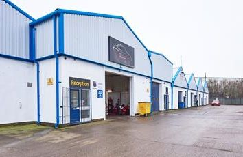 Light industrial to let in West Point Trading Estate, Liverpool Street, Hull, East Yorkshire HU3