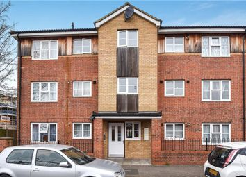 Thumbnail 2 bedroom flat for sale in Pursers Court, Slough