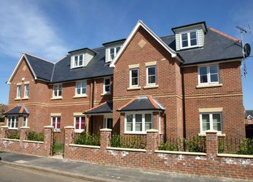 Thumbnail 2 bed flat to rent in Somerset Road, Farnborough