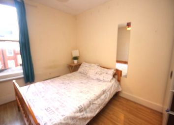 Thumbnail Room to rent in Peabody Estate, Vauxhall Bridge Road, London