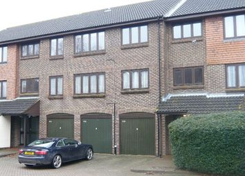 1 bed flat to rent in Connaught Gardens, Crawley RH10