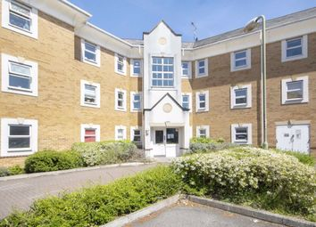 2 bed flat to rent in International Way, Sunbury-On-Thames TW16