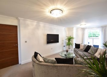 Outwood Lane, Chipstead, Coulsdon CR5. 2 bed flat for sale