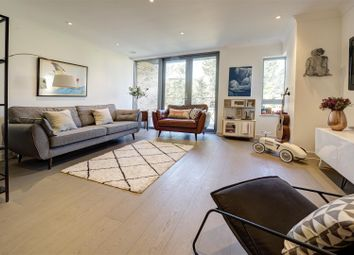 Thumbnail 2 bedroom flat for sale in Great North Way, London