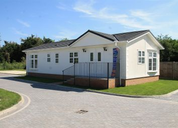 Thumbnail 3 bed mobile/park home for sale in Lyngfield Caravan Park, Huxtable Gardens, Bray, Maidenhead