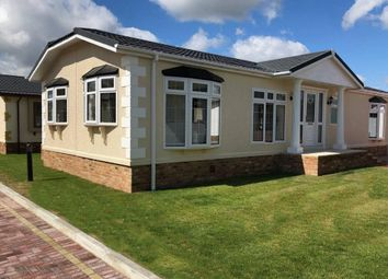 Thumbnail 2 bed mobile/park home for sale in Paddock Wood, Kent