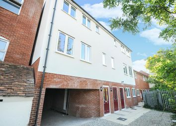 Thumbnail 2 bed flat for sale in Newbury, Berkshire