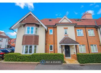 2 bed flat to rent in Esher, Hinchley Wood KT10