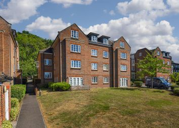 Thumbnail 2 bedroom flat to rent in Gatton Park Road, Redhill