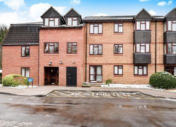 Thumbnail 2 bed flat for sale in Crescent Dale, Maidenhead