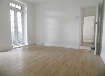 Thumbnail 3 bedroom flat to rent in Pinchin Street, London