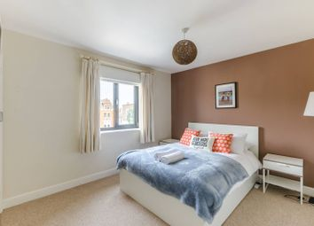 Thumbnail 2 bed flat to rent in Beauchamp Road, Clapham Junction, London