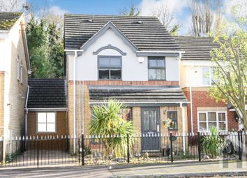 Thumbnail 4 bed link-detached house for sale in Evensyde, Watford
