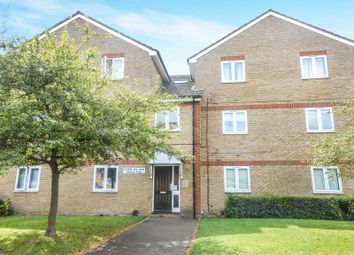 2 bed flat to rent in Maplin Park, Langley, Slough SL3