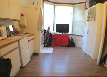 Thumbnail Studio to rent in Earlsfield Road, London