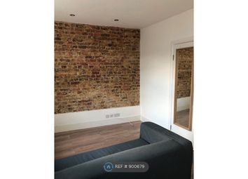 New Cross Road, London SE14. 1 bed flat