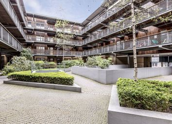 2 bed flat to rent in Banister Road, London W10